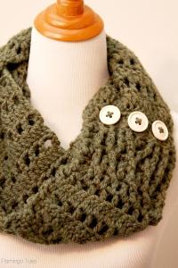 Crochet-Infinity-Scarf-DIY